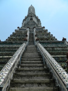 The steep climb to the top of Wat Arun!!